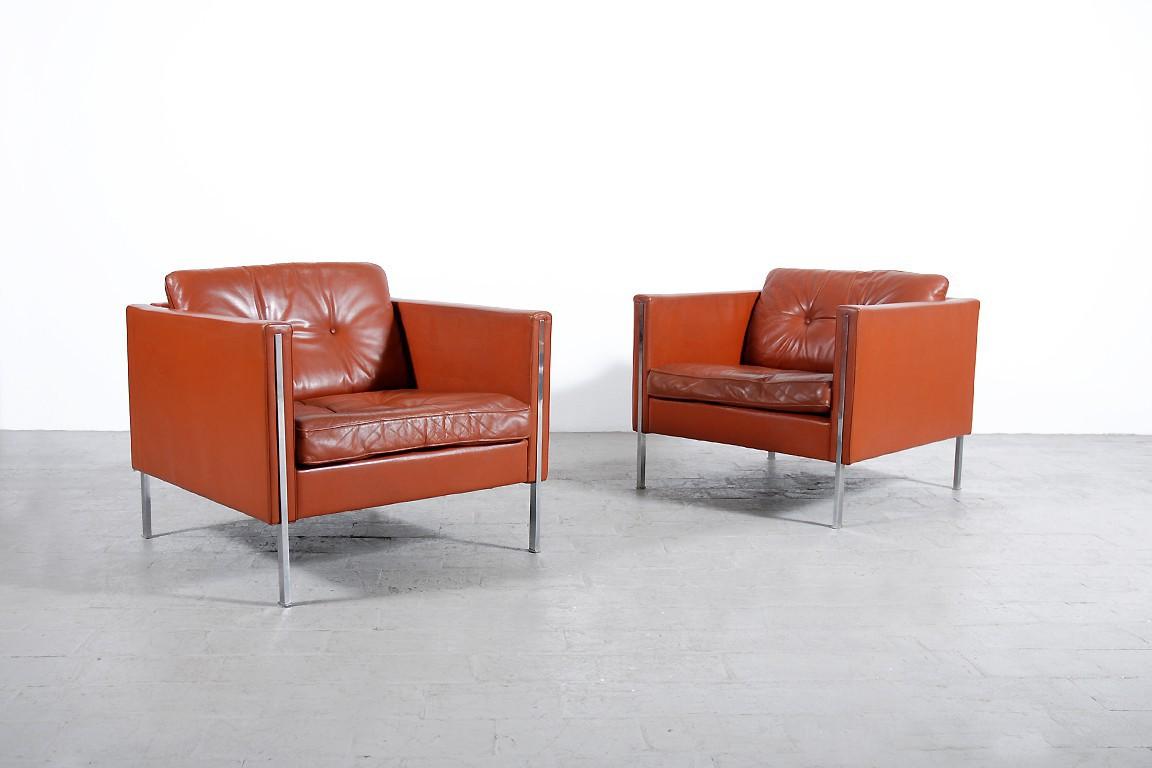 pierre paulin paire de fauteuils 442 jasper. Black Bedroom Furniture Sets. Home Design Ideas